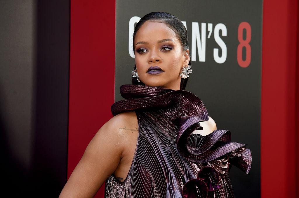 Rihanna, la premiera fimului Ocean 8, în New York, într-o rochie cu multe volane