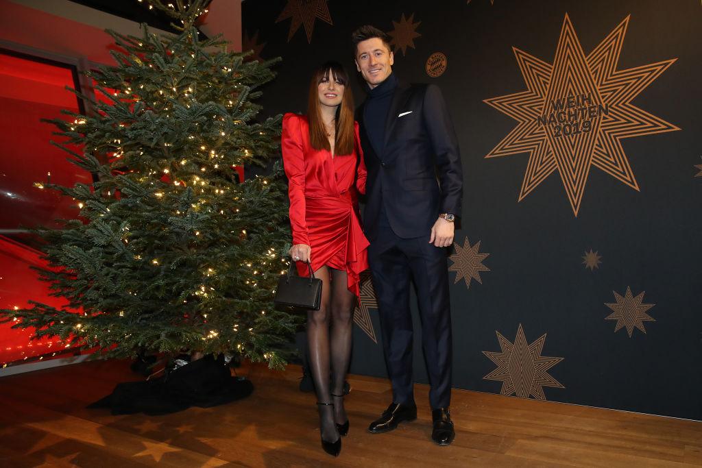 Robert Lewandowski și soția sa, îmbrăcați elegant, la petrecerea de Crăciun a clubului de fotbal, în 2019