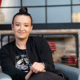 Roxana Blenche, cu zâmbetul pe buze, la interviul pentru CaTine.ro