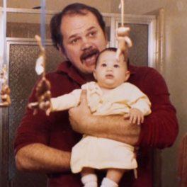 Thomas Markle, alături de fiica sa, pe vremea când era doar un bebe