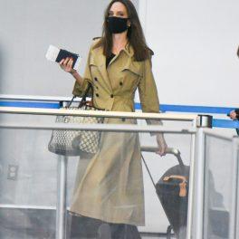 Ținuta de călătorie a Angeline Jolie