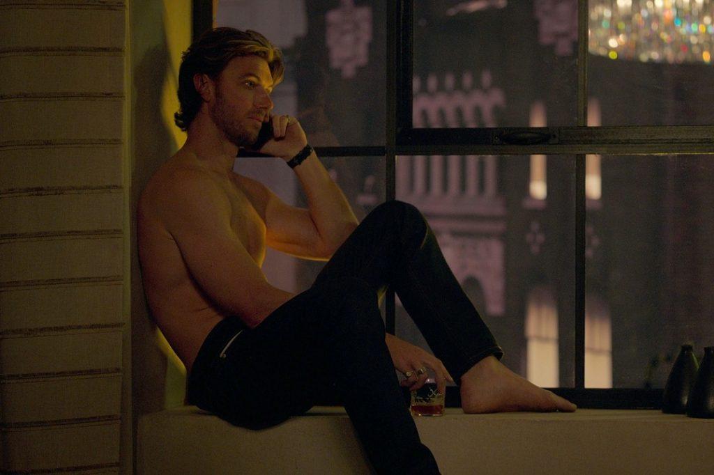 Adam Demos în timp ce este filmat într-una din scenele serialului Sex Life