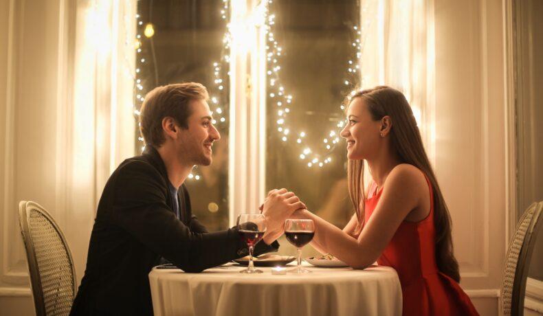 Idei romantice pentru o seară de neuitat. Activități de care să vă bucurați mereu împreună