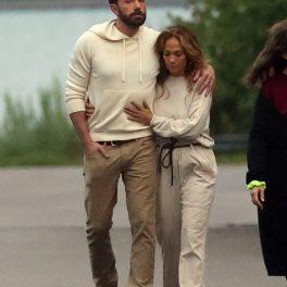 Jennifer Lopez alături de Ben Affleck în timp ce se plimbă în Hamptns ca o dovadă a faptului că sunt tot mai apropiați unul de celălalt
