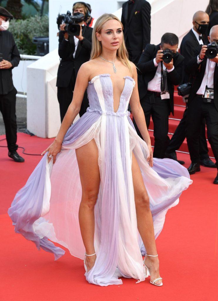 Kimberley Garner a impresionat publicul cu o rochie din șifon vaporoasă în culoarea lavandei