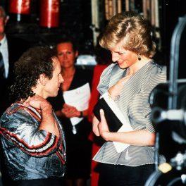 Profesorul de dans al Prințesei Diana, Wayne Sleep. alături de aceasta în timp ce discută în culisele de la Gala Song and Dance