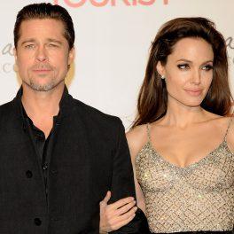 Angelia Jolie și Brad Pitt la premiera filmului The Tourist din Madrid, Spania, anul 2010. El poartă un costum negru și ea partă o rochie argintie, puțin transparentă, cu decolteu