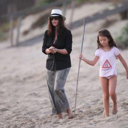 Deva Cassel și Monica Bellucci, la plajă, în copilăria tinerei