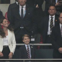 Prințul George, alături de părinții săi, la meciul din Finala Euro 2020, fotografiat în timp ce se bucură la golul Angliei