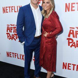 Trevor Engelson, fostul soț al lui Meghan Markle, pe covorul roșu la premiera After Party din Los Angeles, 2018. El a îmbrăcat un costum albastru și cămașă albă și a venit la eveniment cu o femeie blondă, îmbrăcată într-o rochie roșie