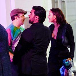 Irina Shayk, fotografiată în timp ce-l îmbrățișează pe actorul britanic Jason Sudeikis, la o cină organizată de un editor Vogue