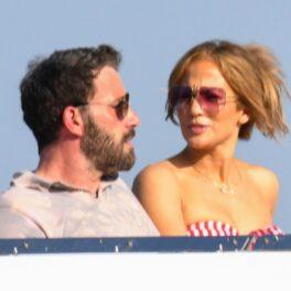 Jennifer Lopez și Ben Affleck, fotografiți în timp ce se relaxează pe un iaht, în Italia