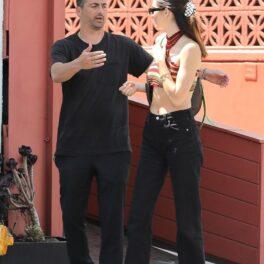 Kendall Jenner, alături de un prieten, în Los Angeles, în timp ce ieșeau dintr-un restaurant