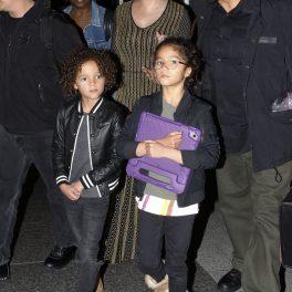 Mariah Carey, împreună cu cei doi copii ai săi, pe stradă, în Los Angeles