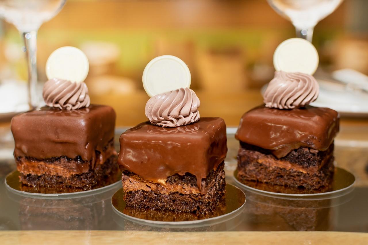 Trei porții de prăjitură Amandină