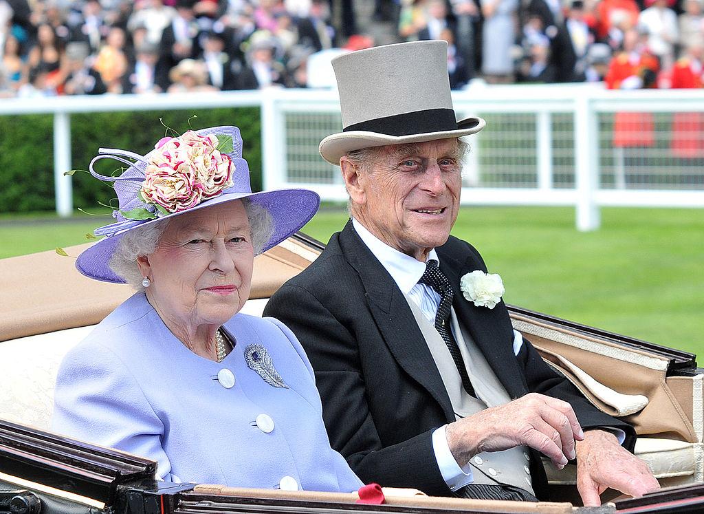 Regina Elisabeta și Prințul Philip, la ASCOT, într-o trăsură, în anul 2010