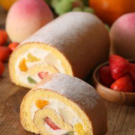 Ruladă diplomat cu fructe din compot, porțiomată