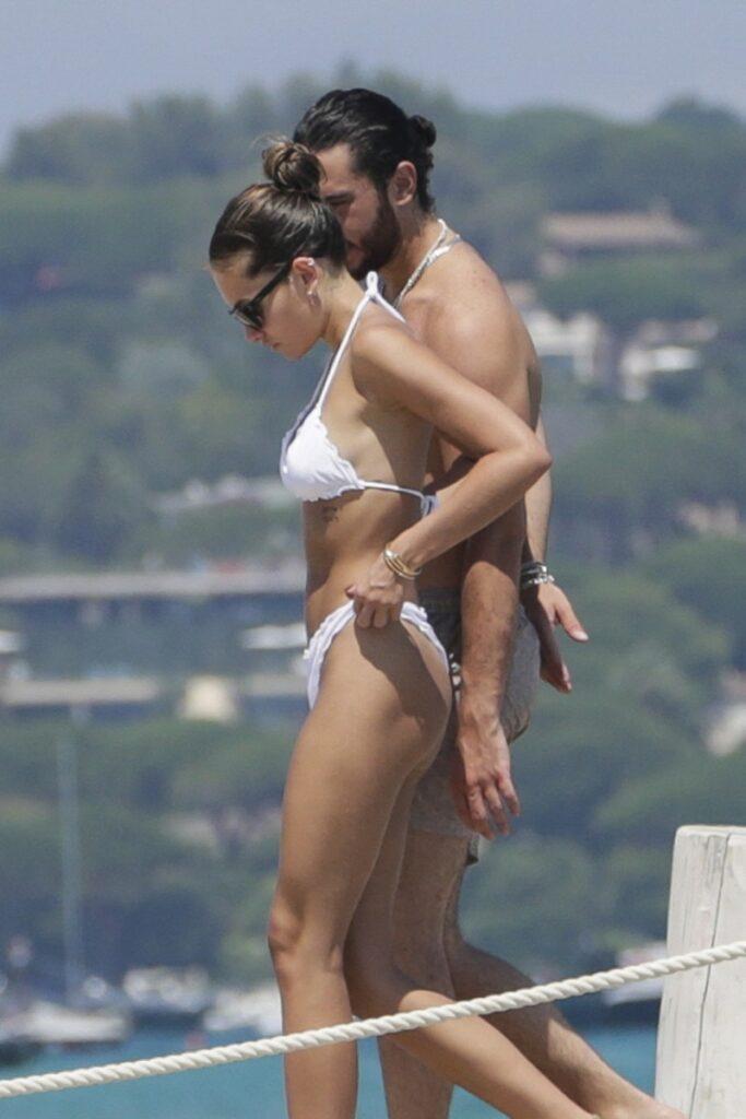 Thylane Blondeau în vacanță în Saint-Tropez, alături de iubitul ei. Cea mai frumoasă fetiță din lume a purtat un bikini alb, din două bucăți
