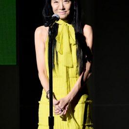 Vera Wang, într-o rochie lungă, galbenă, șa CFDA Fashion Awards, în anul 2018