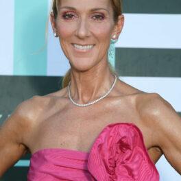 Celine Dion, îmbrăcată într-o rochie roz, cu multe volane, la landarea colecției Miu Miu 2019/2020