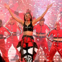 Ciara, pe scenă, alături de dansatori, în concert de Revelion, în 2019