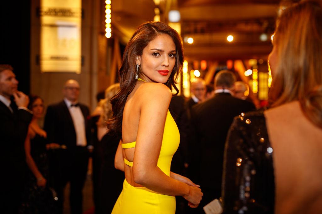 Eiza Gonzalez, la Annual Academy Awards, într-o rochie galbenă, în 2019