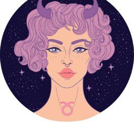 O femeie superbă cu părul mov și două coarne care este o reprezentare a nativului din zodia Taur