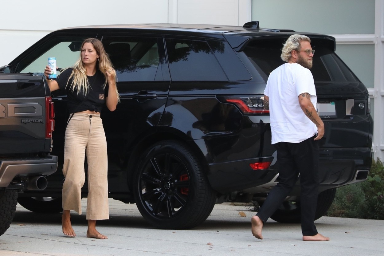 Jonah Hill și noua sa iubită, fotografiați în timp ce coboară din mașină, în Los Angeles