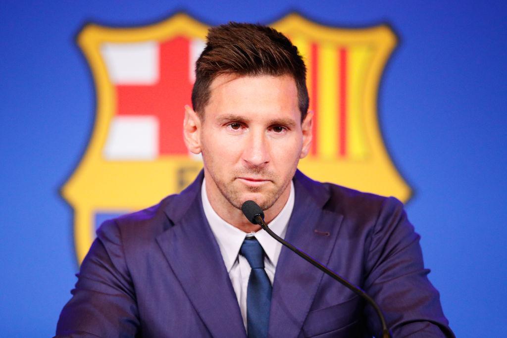 Leo Messi, la conferința de presă de la plecarea de la Barcelona, îmbrăcat în costum