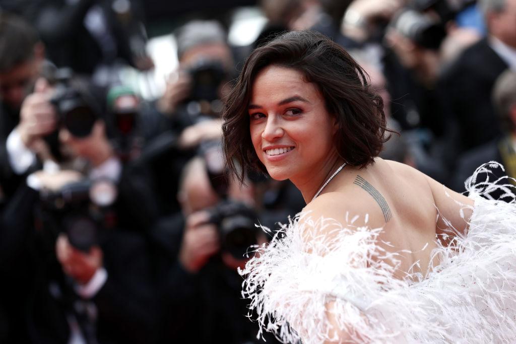 Michelle Rodriguez, la Festivalul de Film de la Cannes, pe covorul roșu, în 2021