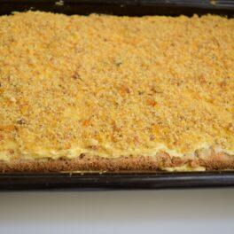 Prăjitura Krantz asamblată în tava de copt