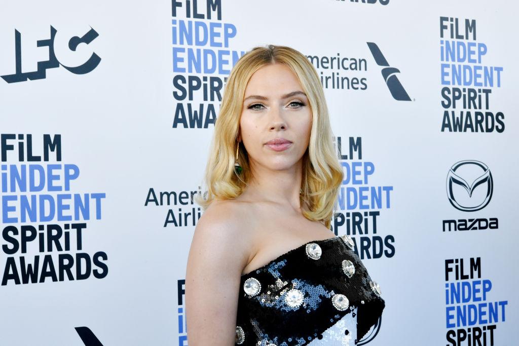 Scarlett Johansson, la Film Independent Spirit Awards, într-o rochie cu paiete, în 2020
