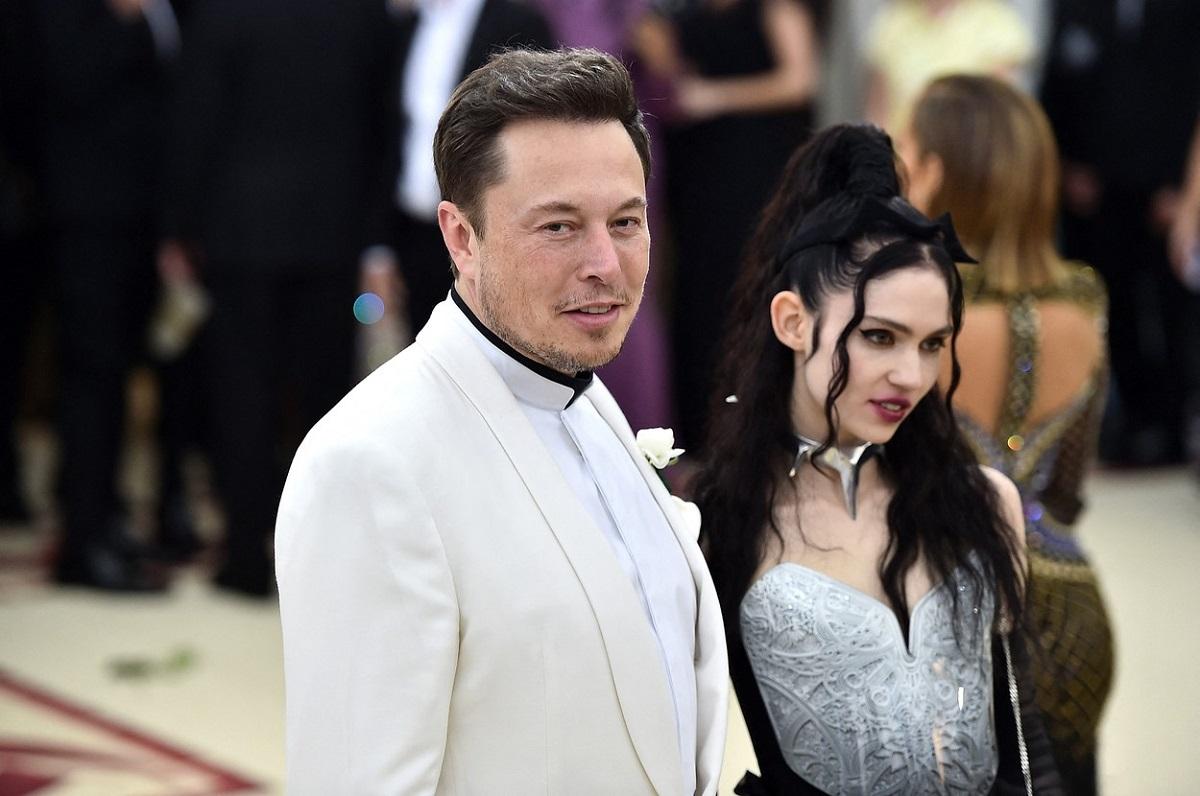 Elon Musk la costum alb și fosta lui iubită Grimes la Met Gala 2020