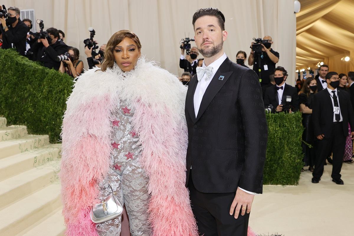 Soțul Serenei Williams, Alexis Ohanian la costum negru alături de Serena Williams pe covorul roșu la Met Gala 2021