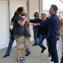 Ben Affleck, fotografiat în timp ce împinge un bărbat ca să-și protejeze iubita