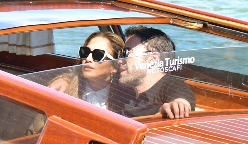 JLo și Ben Affleck, într-un taxi pe apă, în Veneția
