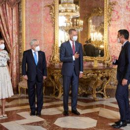 Regina Letizia, alături de Regele Felipe și Președintele Chile, în cadrul unei vizite oficiale, la Palatul Regal al Spaniei