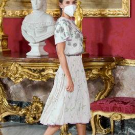 Regina Letizia, la Palatul Regal al Spaniei, într-o rochie cu imprimeu floral
