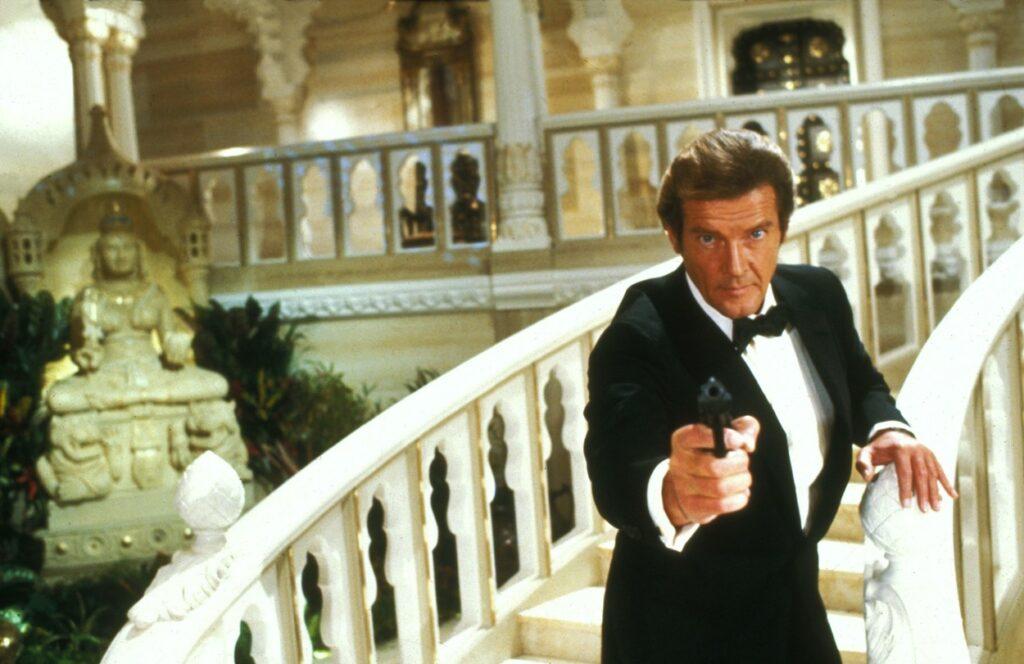 Roger Moore, în filmul Octopussy, în rolul lui James Bond, în 1983