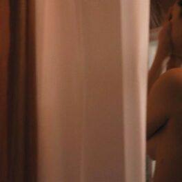 Selena Gomez, în timpul unei scene sexy, la duș goală, în serialul Only Murders in the Building