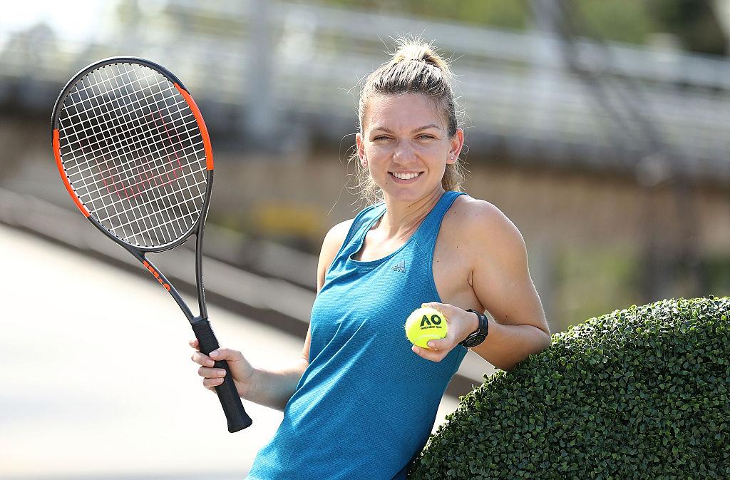 Simona Halep, la Australian Open 2017, cu racheta de tenis în mână