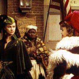 Vivien Leigh în Gone With The Wind, scena în care poartă rochia verde creată din draperii