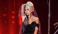 Lady Gaga a surprins publicul din Las Vegas într-o rochie neagră în timp ce susținea un concert