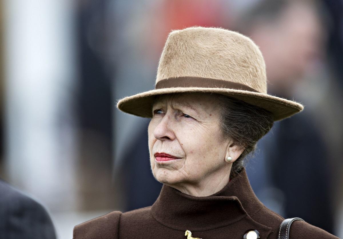 Prințesa Anne a fost prezentă la Festivalul Cheltenham, în 2020. Prințesa Anne a uimit într-o haină maro, asortată cu o pălărie bej