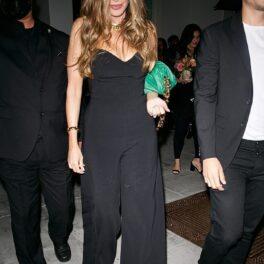Sofia Vergara într-o ținută neagră multă la o petrecere aniversară din Beverly Hills după ce a întors toate privirile
