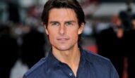 Portret al acoturlui Tom Cruise care poartă o comașă albastră și este de nerecunoscut