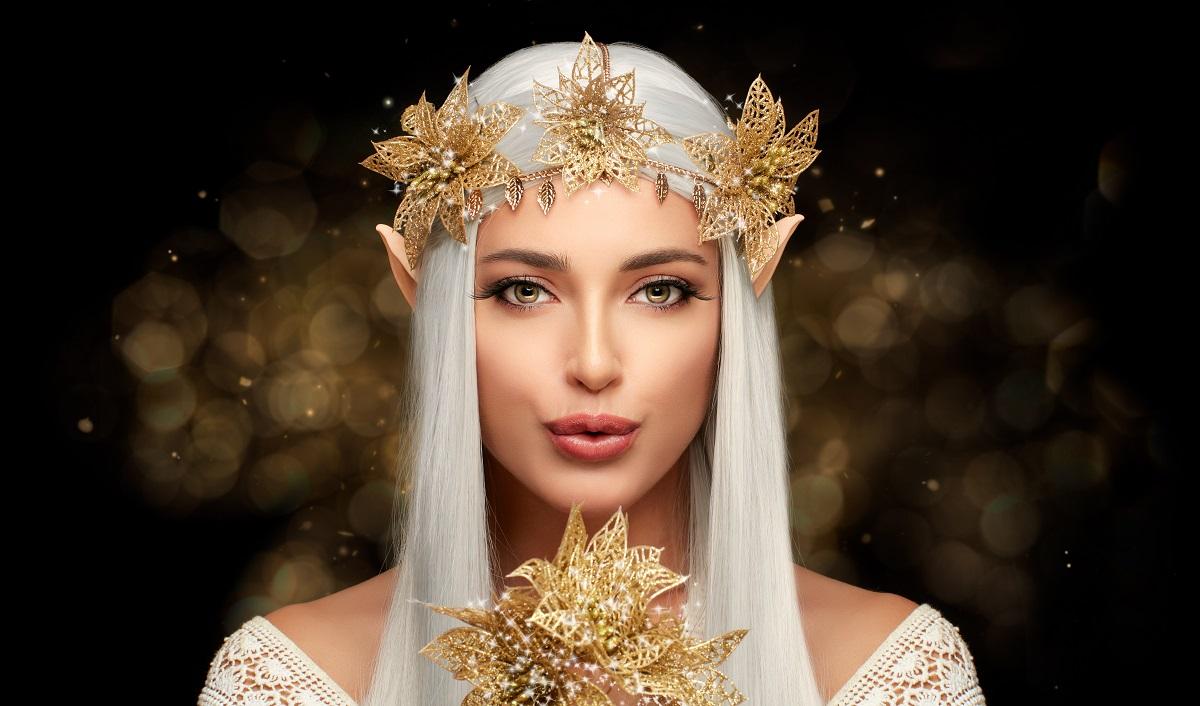 O femei frumoasă, zână, care paortă o coroniță de flori aurii și ține în mână un mănunchi de frunze aurii pentru a reprezenta cele trei zodii norocoase în ziua de 21 octombrie 2021