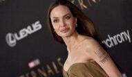 Angelina Jolie, pe covorul roșu, la premiera Eternals, fotografie portret
