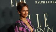 Halle Berry, într-o rochie cu imprimeu floral, la un eveniment monden