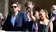Jennifer Lopez și Ben Affleck, fotografiația la Festivalul de Film de la Veneția 2021, în timp ce fac cu mâna fanilor